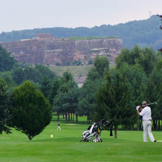 GOLF Á LA FRANCAISE:<br>GOLFING AND SAVOIR-VIVRE IN NEARBY FRANCE