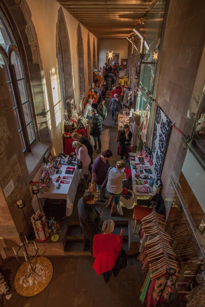Weihnachtsdeko Hornbach.Der Traditionelle Weihnachtsmarkt Im Kloster Hornbach